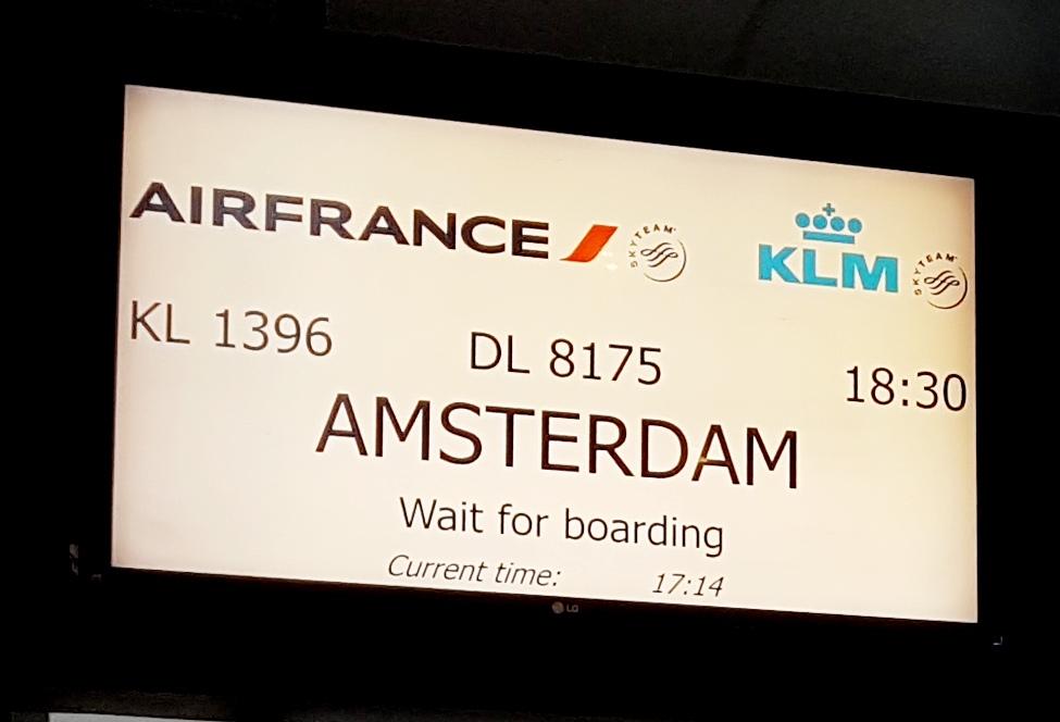 как кормят на перелетах KLM