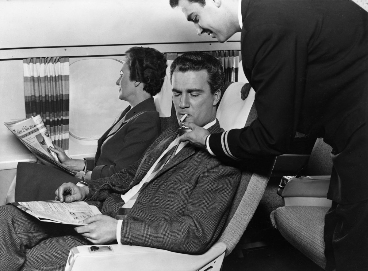 когда еще курили в самолете