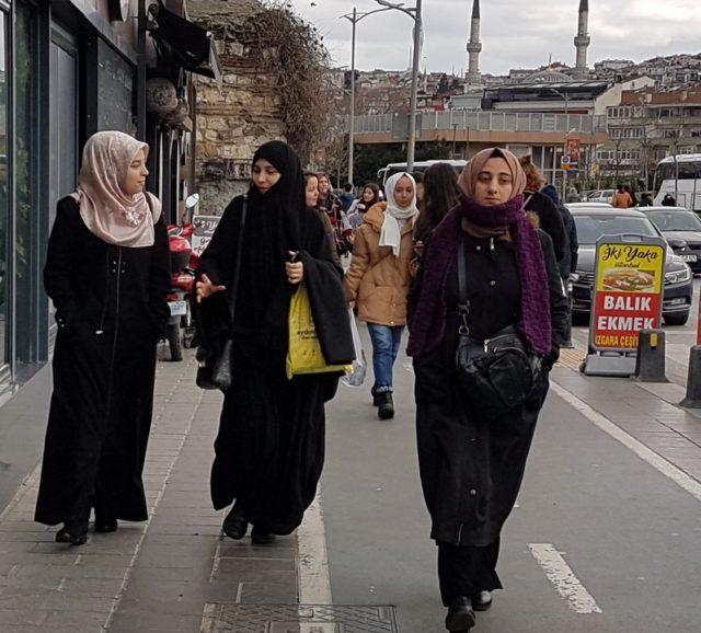 как одеваются женщины в Стамбуле