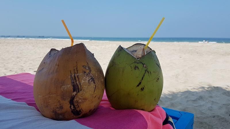 кокос на пляже